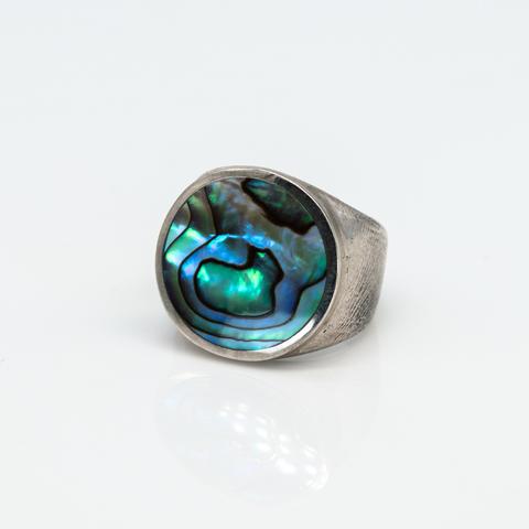 Кольцо-печатка с голубым перламутром