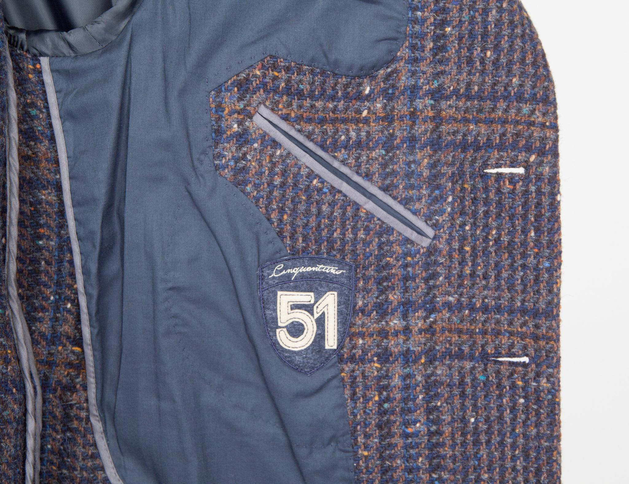 Классическое синее пальто узкого кроя из натуральной шерсти в шотландскую клетку, логотип