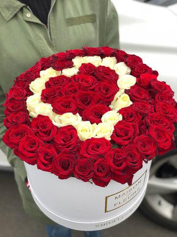 Композиция в виде сердца из роз в коробке