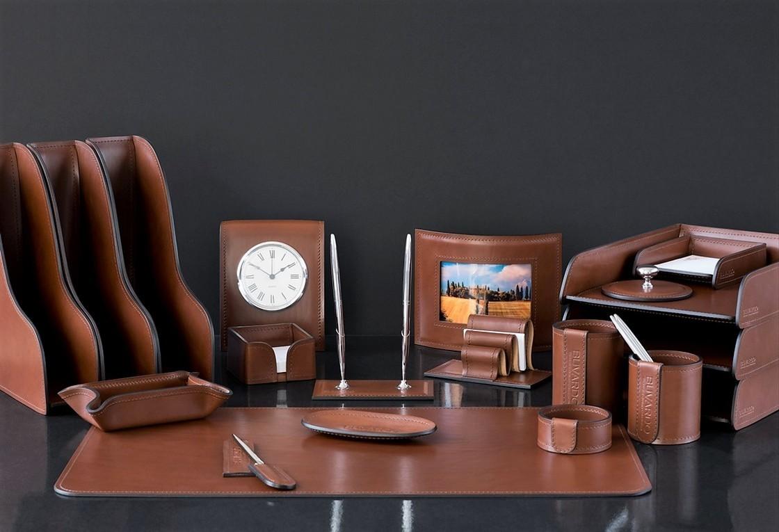 На фото настольный набор руководителя 71319 из 20 предметов кожа LUX Full Grain цвет