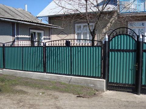 Кованый забор с профнастилом N-7