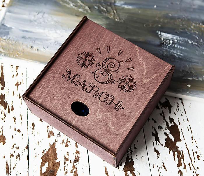 BOX224-3 Фиолетовая деревянная коробка «8 MARCH» (17*17*7 см) фото 03