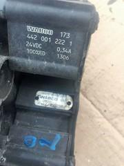 Кран подвески ECAS/ЕКАС МАН ТГА/ТГС  Клапан элекромагнитный ECAS MAN TGA TGS  WABCO - 472 900 057 0: 4729000570  OEM MAN - 81.25902.6158: 81.25902.6240: 81.25902.9158  Свойства Х-ка  Напряжение [В]   24   Рабочее давление до [бар]    max.13   Размер резьбы    M22 x 1,5