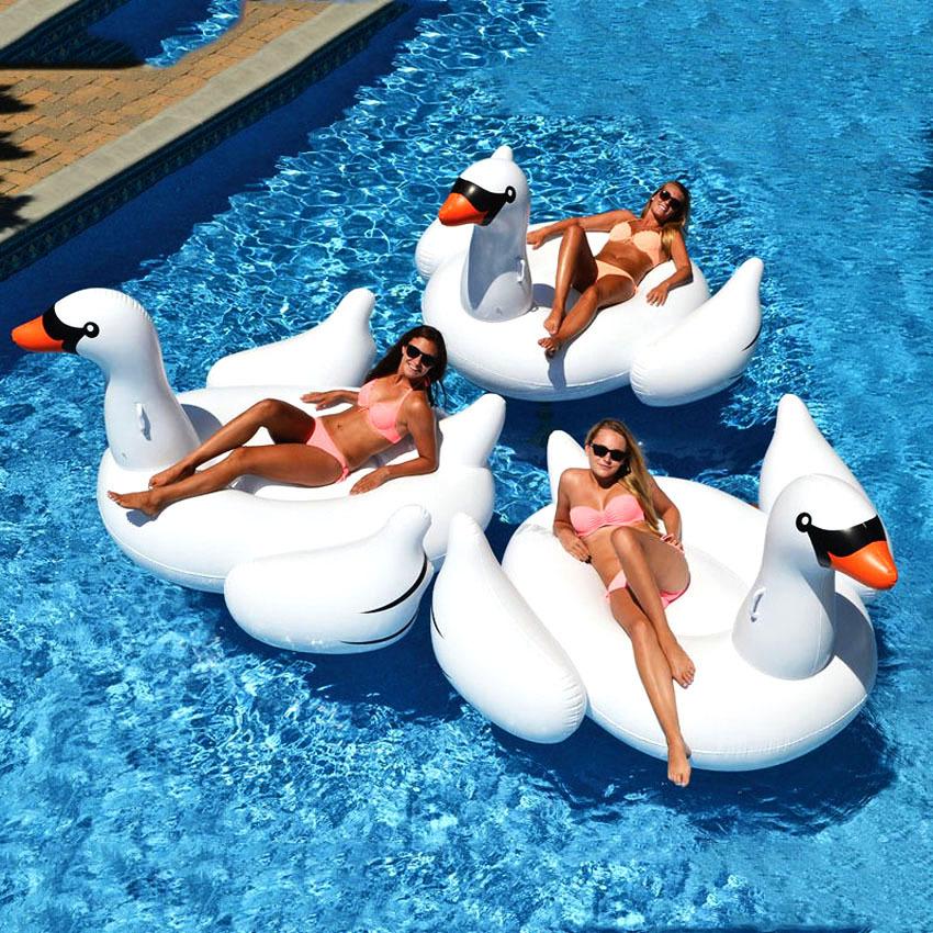 Надувной лебедь белый