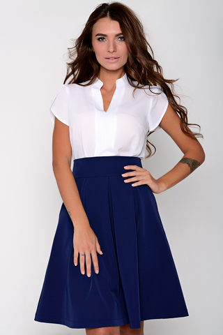 <p>Модная юбка со складками, на широком поясе с карманами.Сзади замок. (Длина: 44-46 =62см; 48-50=66см;).</p>