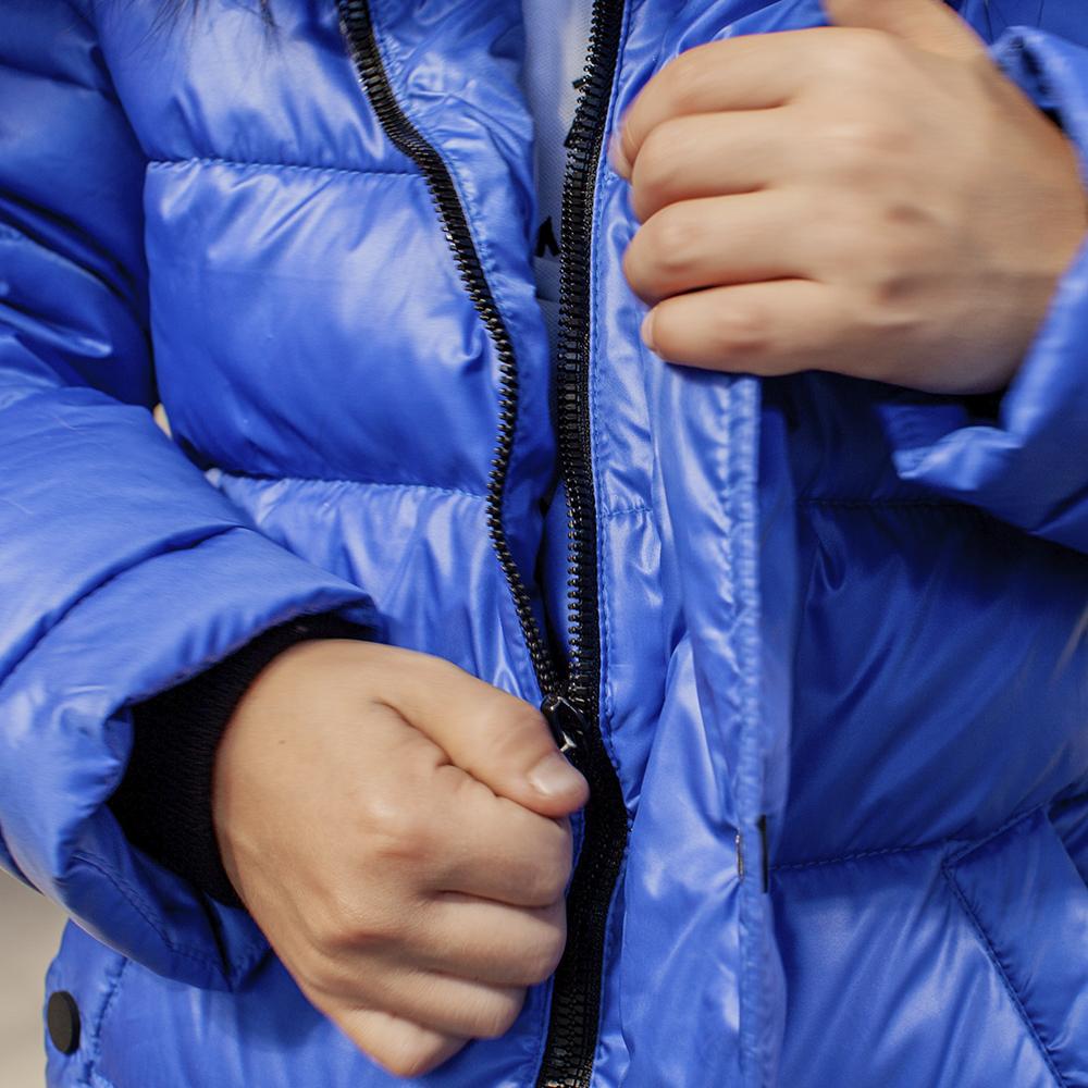Подростковая зимняя куртка с натуральной опушкой синего цвета на мальчика