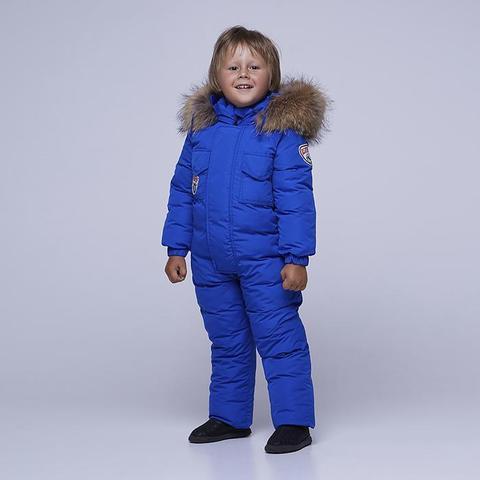 Детский однотонный зимний комбинезон голубого цвета и опушкой из натурального меха
