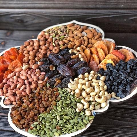 Фотография Подарочная корзина орехов и сухофруктов, 3,6 кг, №13 купить в магазине Афлора