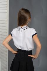 Софья. Красивая блуза с кружевным воротником. Белый
