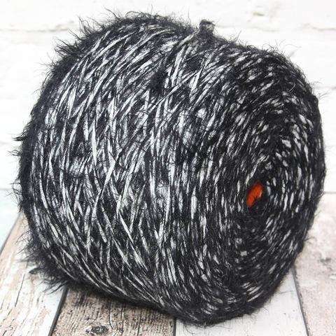 Смесовка шерсть/акрил с черной травкой