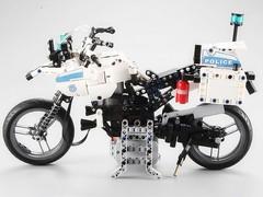 Конструктор с радиоуправлением CADA deTech полицейский мотоцикл (539 деталей)