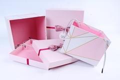 Подарочная коробка Розовая с бантиком 18x18x10,5 см