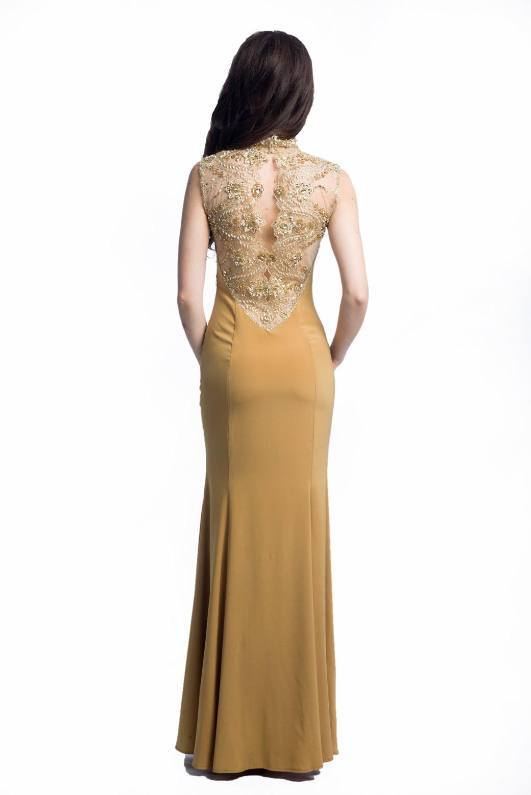 Платье с расшитой спинкой