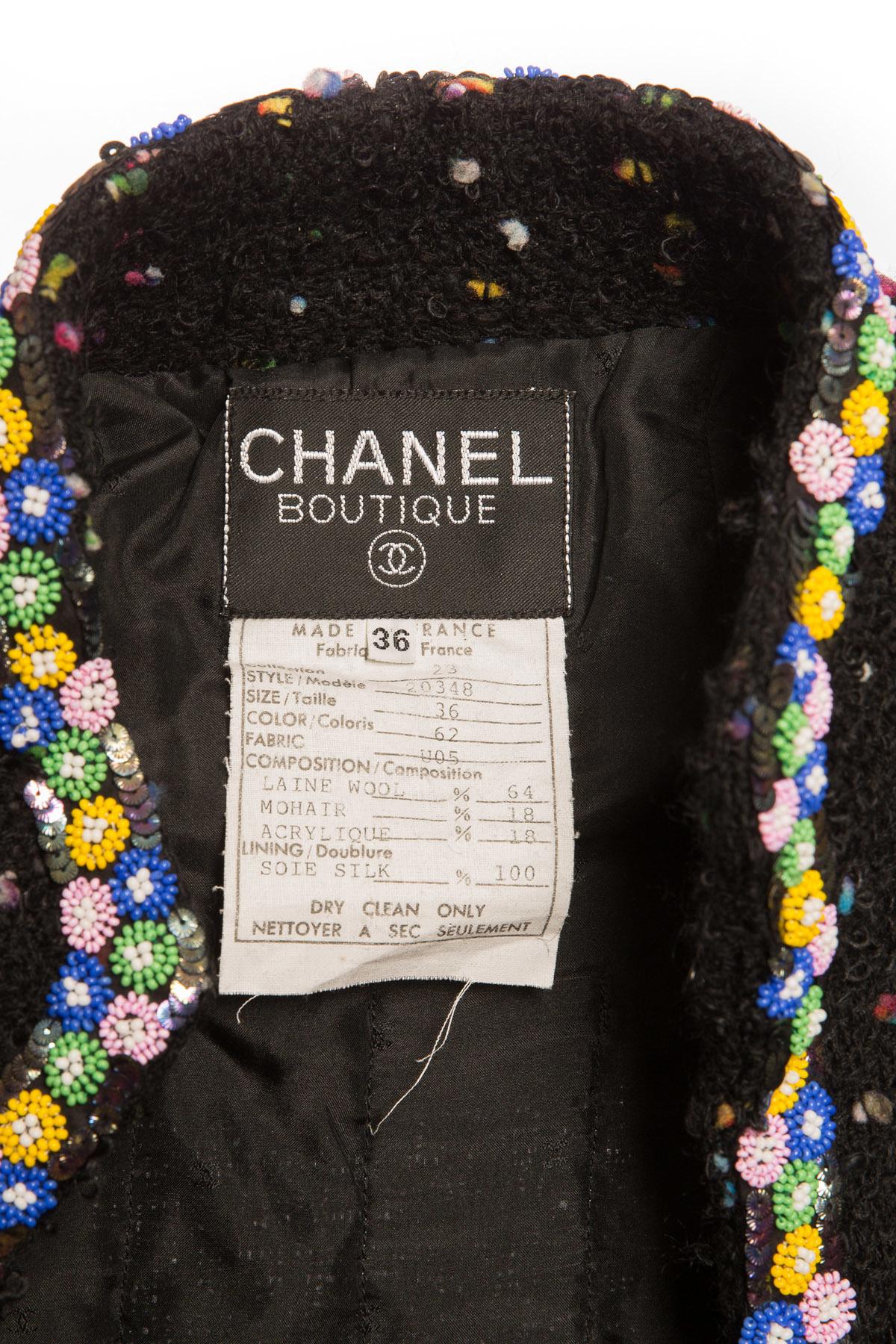 Эксклюзивный твидовый костюм с отделкой бисером и пайетками от Chanel, 36 размер
