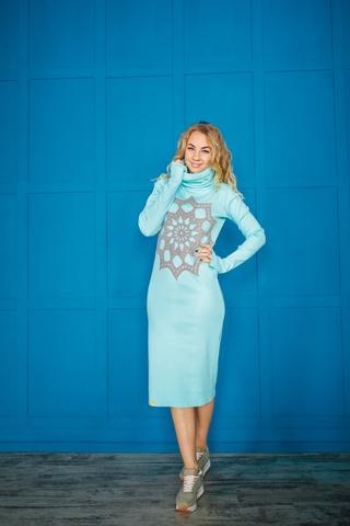 Платье свободного кроя мятное с серым кружевом