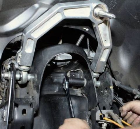 Замена верхнего рычага Mitsubishi L200