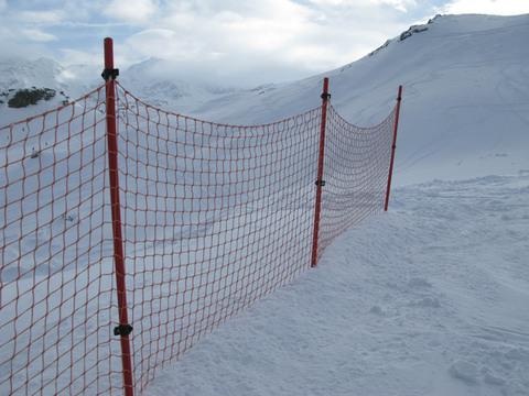 Сетка для горнолыжных трасс и склонов, ячейка 100x100 мм, нить 3,5 мм, цвет красный