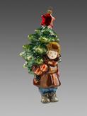 Мальчик с елкой