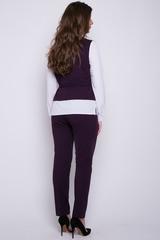 <p>Деловой брючный костюм оригинального кроя. Блузон имитирует жилет с рубашкой. На талии пояс. Брюки классического кроя на резинке.&nbsp;<span>(Длина брюк: 100см; длина блузона: 44-63см; 46-64см; 48-65см; 50-65см;)</span></p>