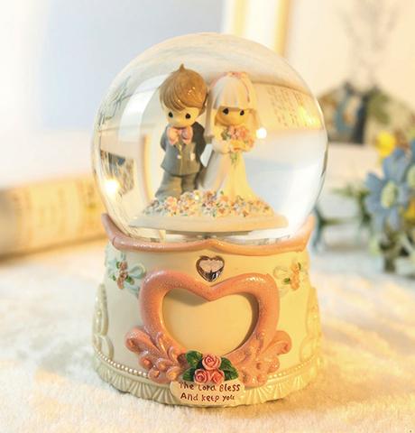 Свадебный снежный шар