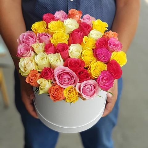 Шикарная коробка с цветными розами