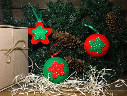 Набор елочных игрушек из фетра с бисером