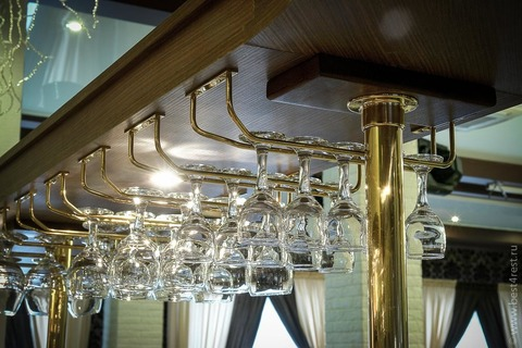 Козырек барной стойки с подсветкой и бокалодержателями