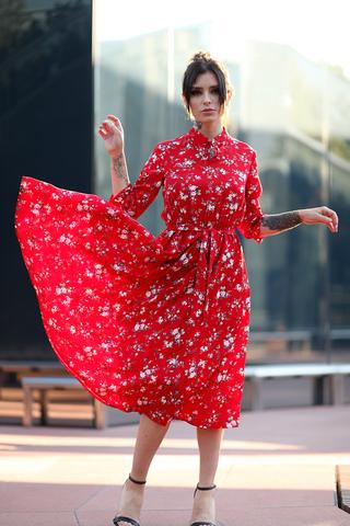 Красное платье воротник стойка nadya