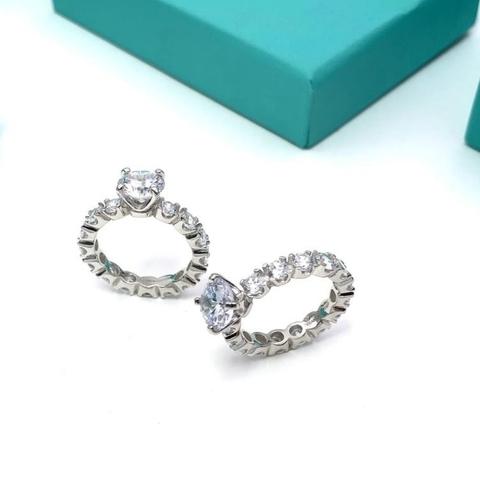 Помолвочное кольцо из серебра с цирконами