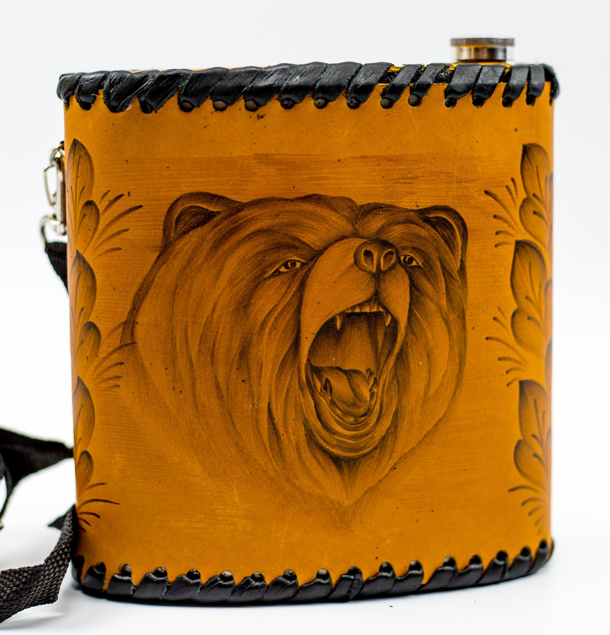 Фляга «Медведь», натуральная кожа с художественным выжиганием, 1 л фляга c оленем натуральная кожа 900 мл
