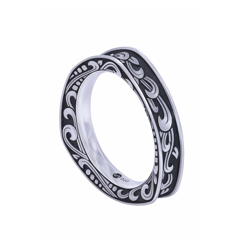 KRANOK TRAINGLE ENGRAVED RING