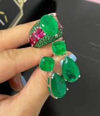 Роскошное кольцо из серебра с россыпью изумрудных микроцирконов