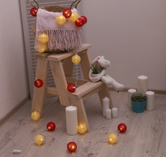 Ночник гирлянда Клубки шарики золотистые с блёстками-красные d-6 см, 5 м фото