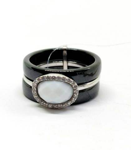 94011601- Широкое кольцо  из черной керамики с белой вставкой и вставками из серебра