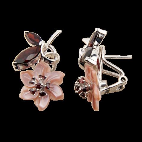 Серьги с цветком из розового перламутра и вставками из граната