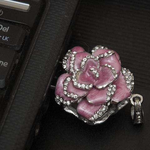 Usb флешка-кулон со стразами в форме цветка розового цвета jf_p_rose_rose