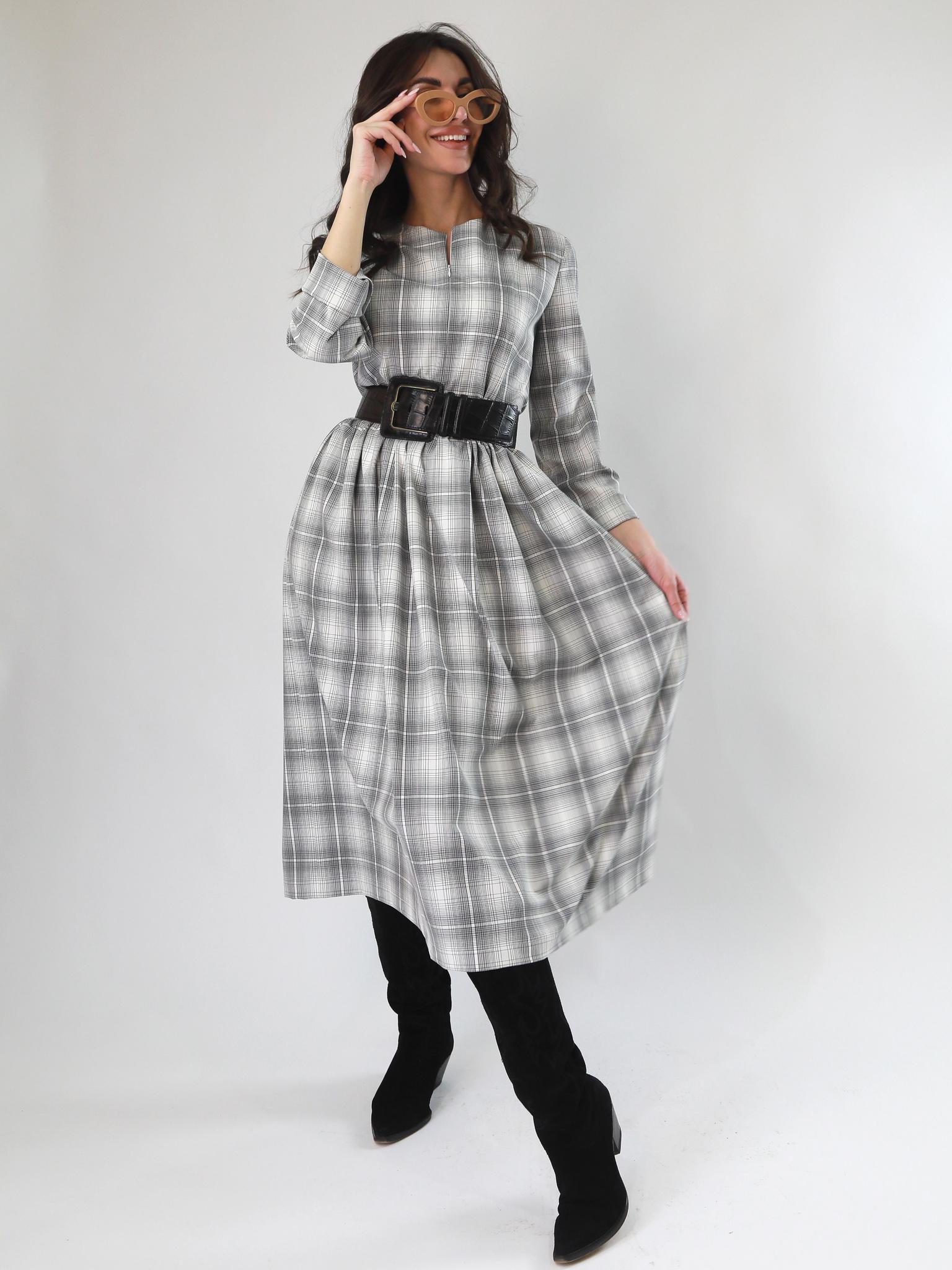 Платье в клетку прямого силуэта, свободное, отрезная талия