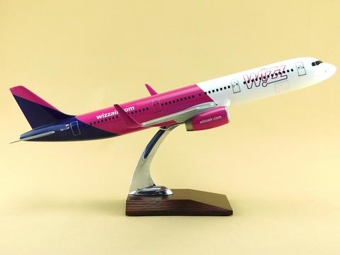 Модель самолета Airbus A321 (М1:100, Wizz Air)