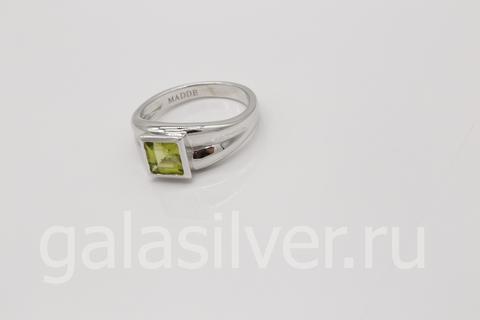 Кольцо с перидотом из серебра 925
