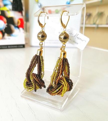 Серьги-узелки из бисера янтарно-коричневые