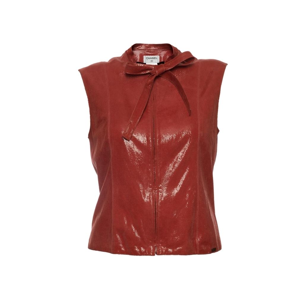 Необычный кожаный жилет на молнии от Chanel, 42 размер.