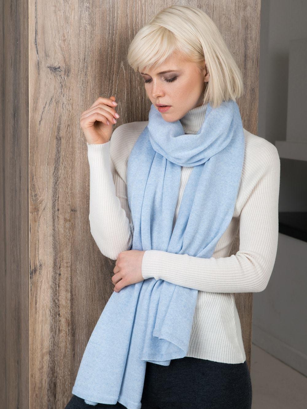 Мягкий шарф-палантин с рельефными краями - фото 1