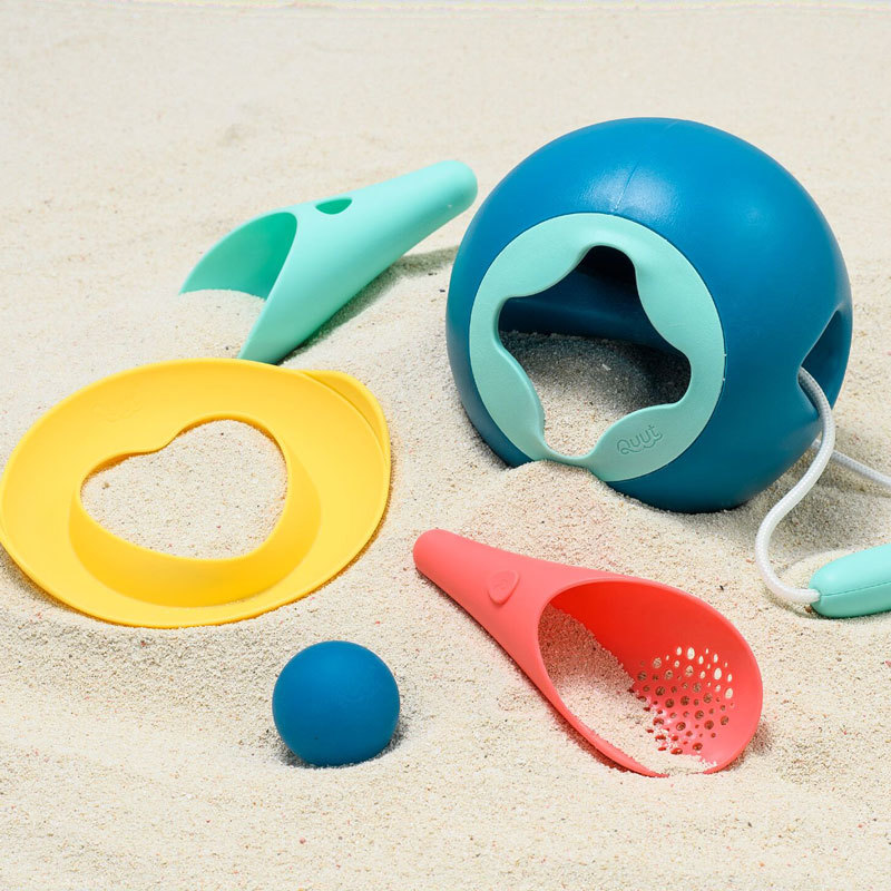 Пляжный набор Quut (Мини ведерко + 2 совочка с мячиком + Волшебная формочка)