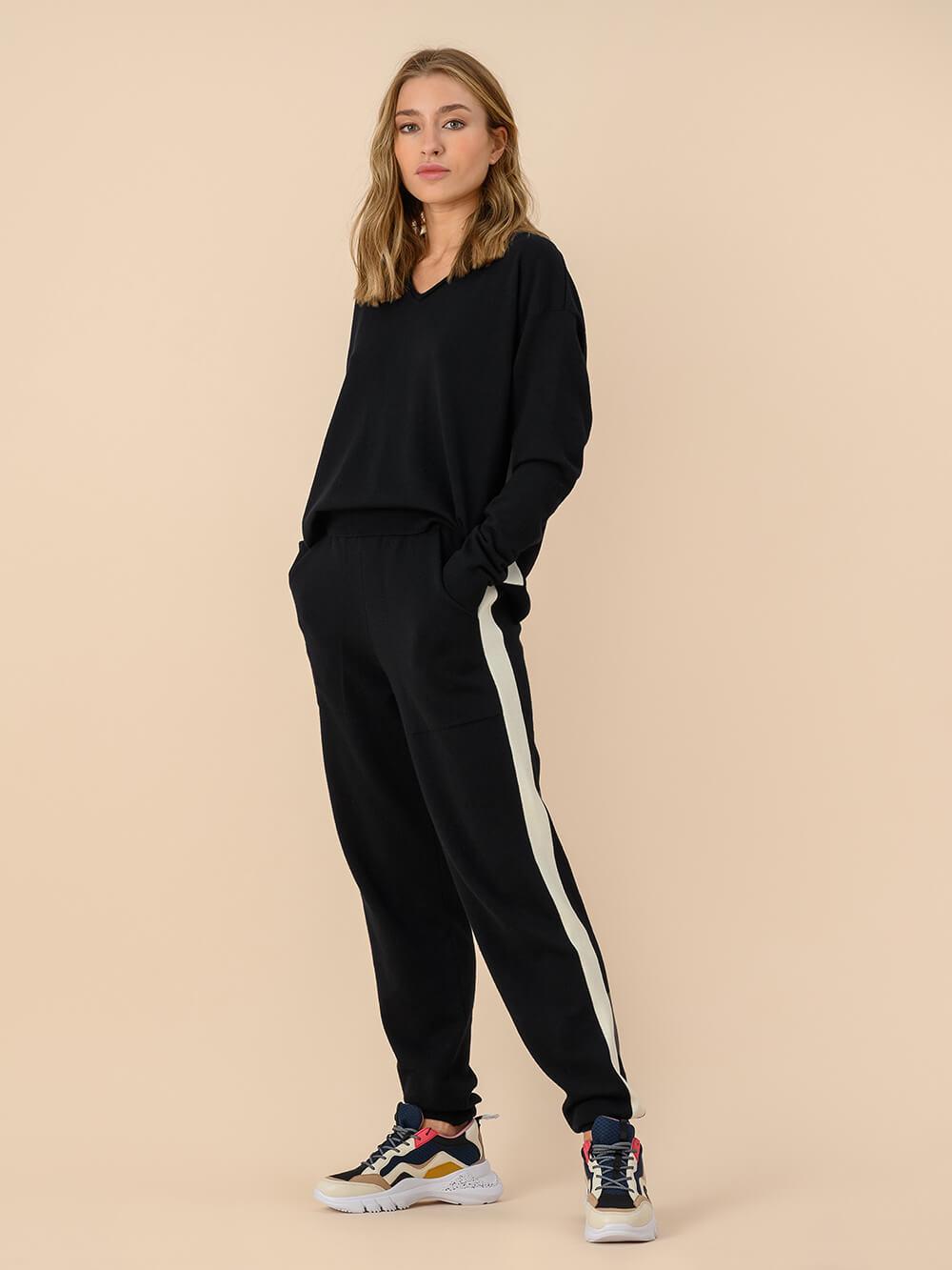 Женские брюки черного цвета из 100% шерсти - фото 1