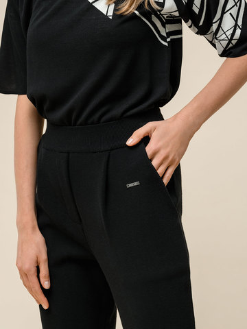 Женские укороченные брюки черного цвета из вискозы - фото 4