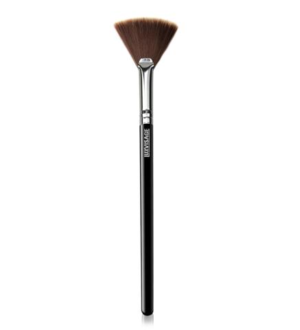 LuxVisage Кисть для макияжа №10 для хайлайтера веерная
