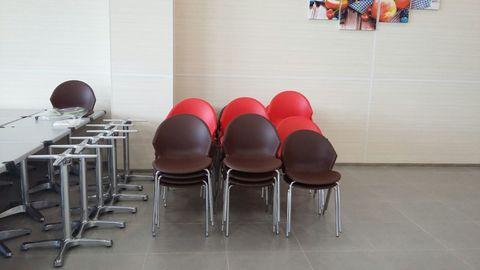 стулья для фуд-корта и столовых