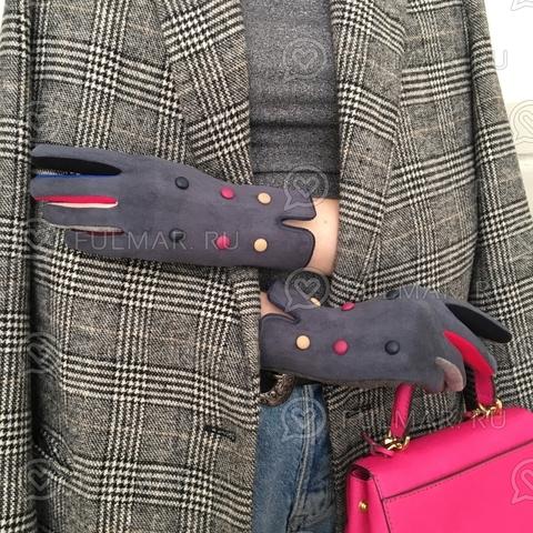 Женские перчатки с цветными пуговицами Серые