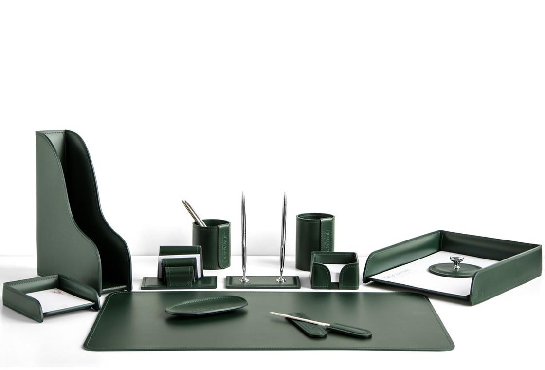 На фото набор на стол руководителя арт.1724-СТ-12  предметов зеленая кожа Cuoietto.