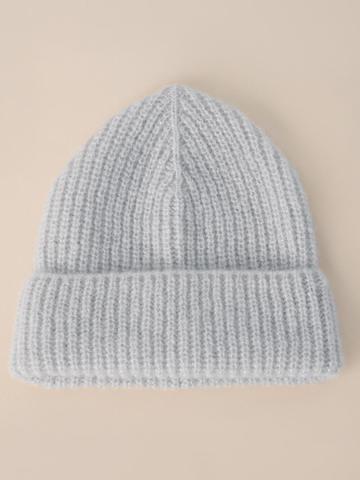 Женская шапка молочного цвета из мохера - фото 2